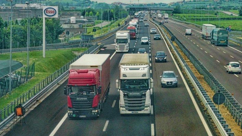 Coronavirusul le dă fiori reci transportatorilor români: ''Nu avem ce face, trebuie să ducem marfa!''