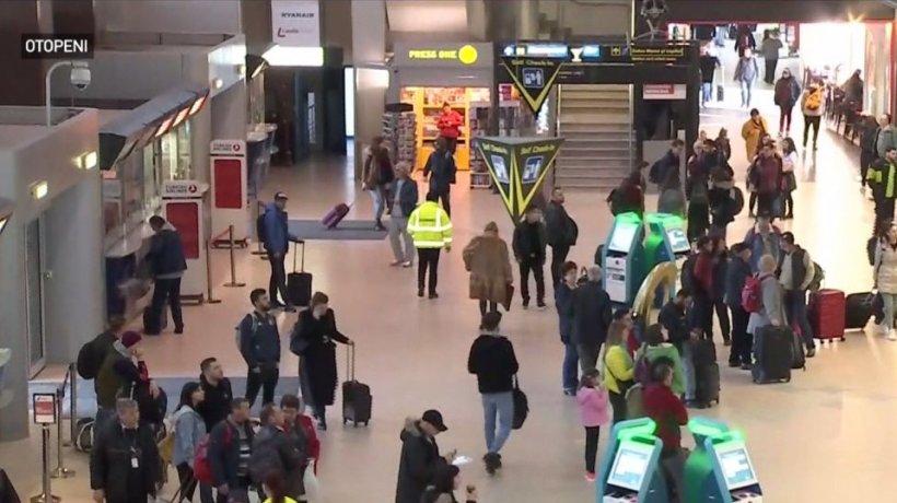Imagini cu pasagerii care au rămas rămas blocaţi pe Otopeni: ''Sunt de 17 ani în Italia. Am o fată acolo şi mă aşteaptă!'' - VIDEO