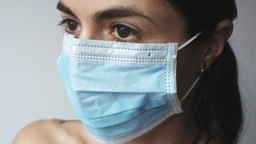 În cât timp apar de fapt primele simptome de coronavirus