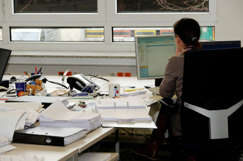 Inspecția Muncii: Angajații pot beneficia de concediu și indemnizație pentru carantină