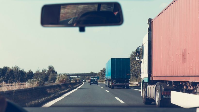 """Șofer român care face transporturi internaţionale: """"Nu ne întreabă nimeni de unde venim şi ce facem"""""""