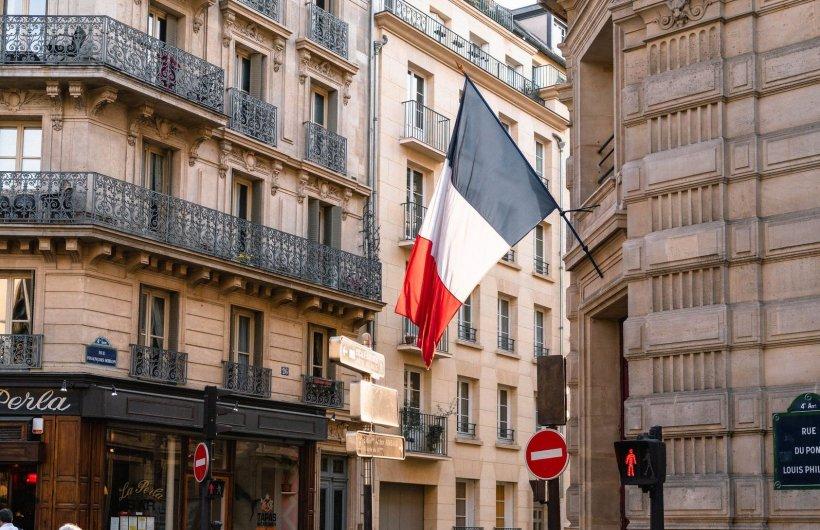 Franța închide restaurantele, cafenelele și magazinele din cauza noului coronavirus