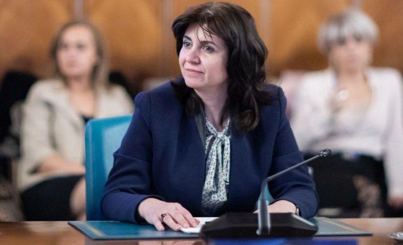 Ministrul Educaţiei: Elevii claselor a VIII-a şi a XII-a vor avea cursuri online începând de luni