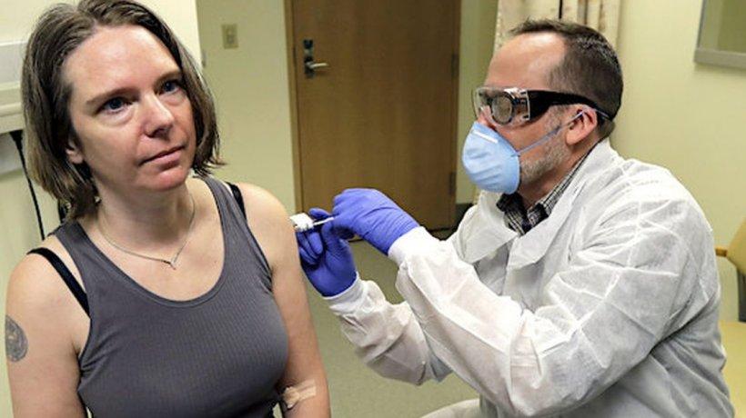 """Ea este prima persoană din lume vaccinată împotriva coronavirus. """"E o șansă uriașă pentru mine să contribui cu ceva"""""""