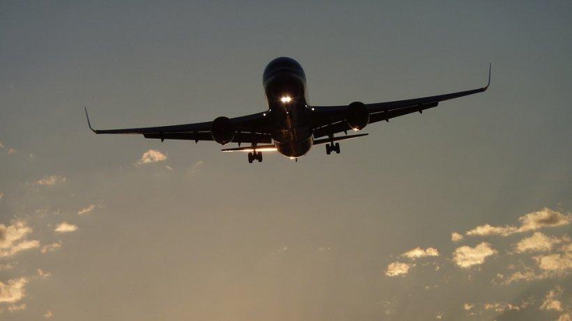 Român cu coronavirus, venit cu avionul în țară de la Madrid