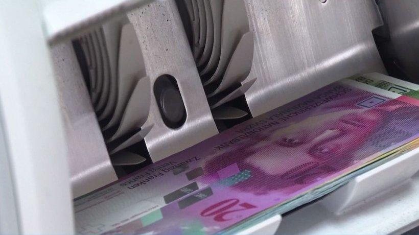 Veşti bune pentru români! Cinci bănci vor amâna plata ratelor