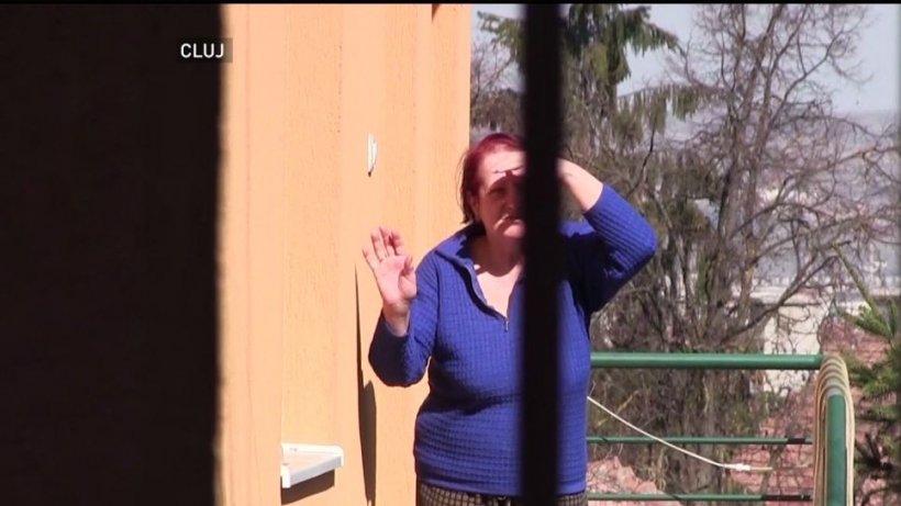 Echipe de voluntari cumpără alimente și medicamente pentru bătrânii izolați în case