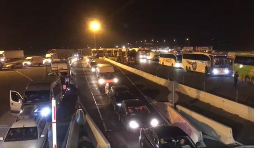 Peste 2.500 de români și străini au intrat în țară în ultimele ore, prin Vama Nădlac II. Imagini cu convoiul de mașini de la frontieră 482