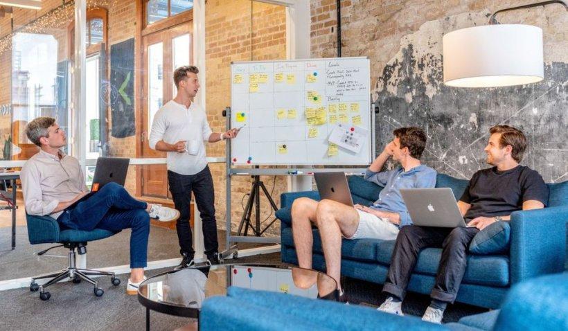 """Cum facem Marketing online? Agenție versus """"in-house"""""""