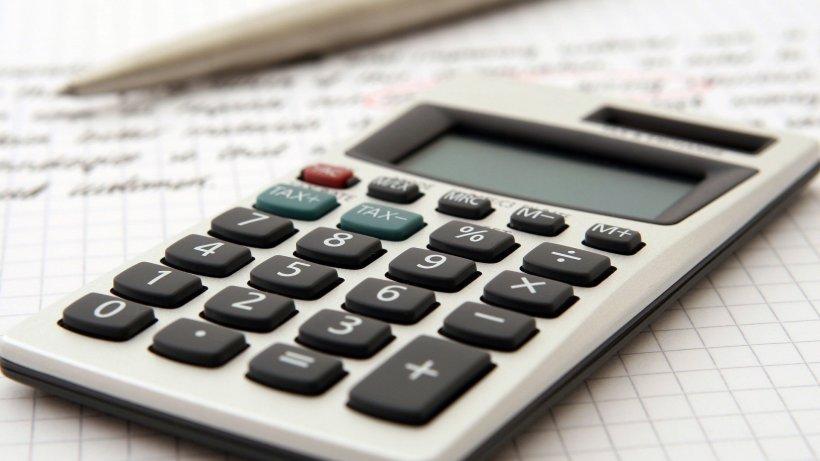 """Timpul înseamnă bani. Sfatul unui bancher în perioadă de criză: """"Stai acasă şi fă-ţi un plan de economii!"""" 534"""