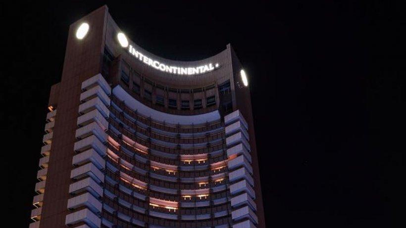 Camerele hotelului Intercontintental au fost aprinse pentru a forma o inimă