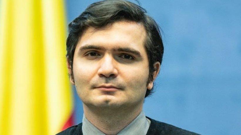 Cine este tânărul care apare în conferințele de presă ale Ministerului de Interne? Îl cheamă Bogdan și i-a uimit pe toți cu modestia sa