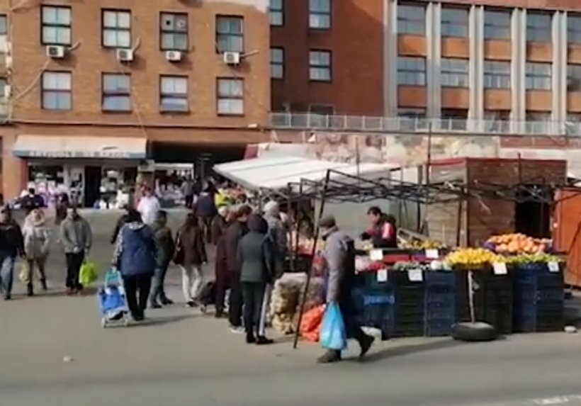 Piața Obor, luată cu asalt după restricțiile impuse de Vela. Românii au dat iama la tarabele din piață și au ignorat recomandările