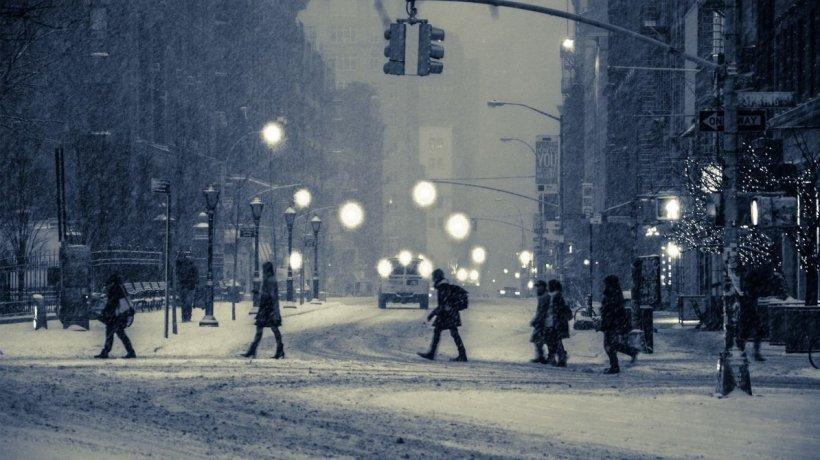 Iarnă în toată regula! Cod portocaliu de ninsori abundente, viscol și răcire accentuată