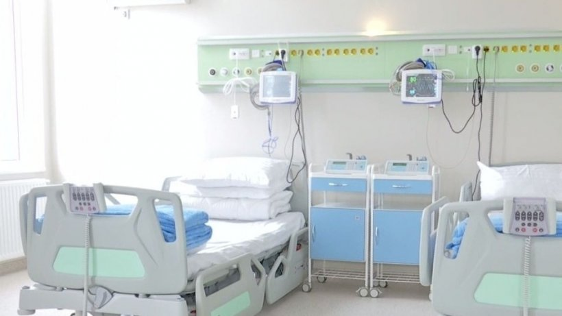 """Familia femeii din Suceava infectată cu COVID 19 acuză. """"Soția mea a contactat coronavirus în spital"""". Femeia este în stare gravă, la terapie intensivă"""