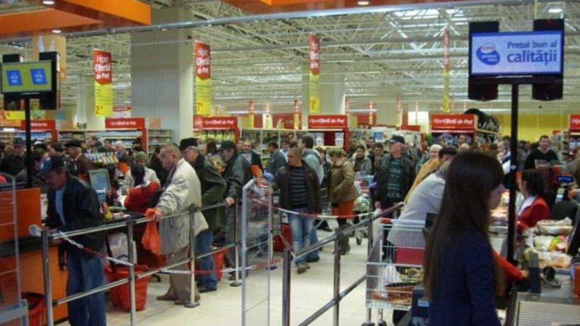 Program special în magazinele Cora pentru bătrâni, între orele 7.30 și 8.00