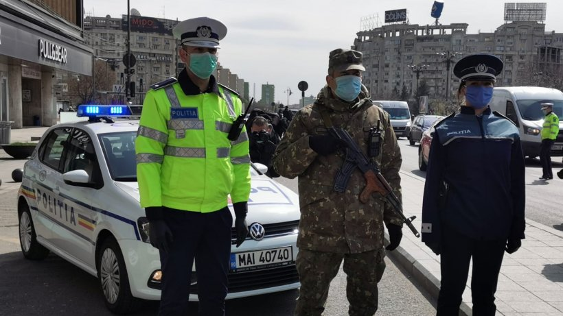 Carantină totală în România. Armata a ieșit pe străzi. Vehicule militare, în București