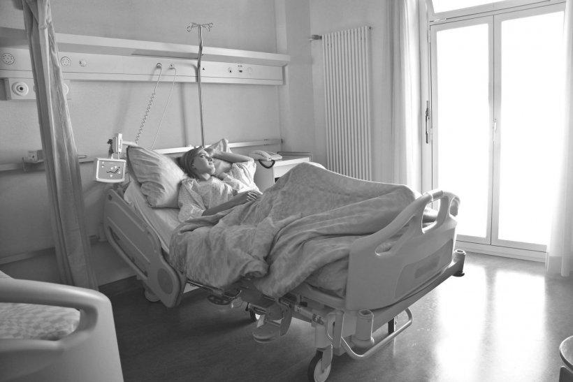 """Mărturii sfâșietoare făcute de o asistentă din Suceava, infectată cu coronavirus: """"Soțul meu acum a murit. Vreau să plec, să dau certificatul de naștere"""""""