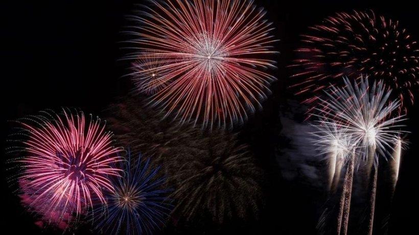 În plină pandemie, o primărie din Giurgiu cumpără focuri de artificii și organizează spectacole