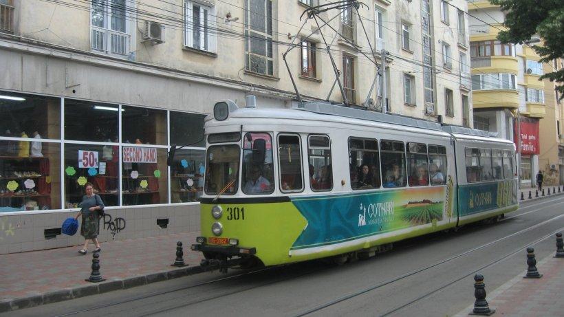 Transportul în comun din Iași a fost suspendat. Autobuzele și tramvaiele circulă doar pentru cadrele medicale și polițiști