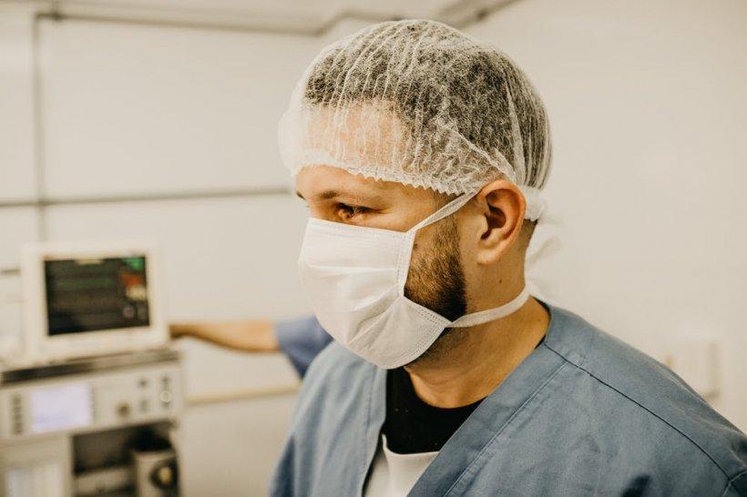 """Medic: """"Am supraviețuit Ebola dar mi-e frică de COVID-19! Cum arată o zi în """"Infern"""""""