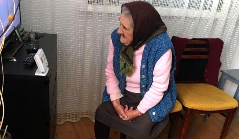 'Mama reprezintă Diaspora și a rămas în Italia, în timp ce bătrâna ei se ofilește de dorul ei'