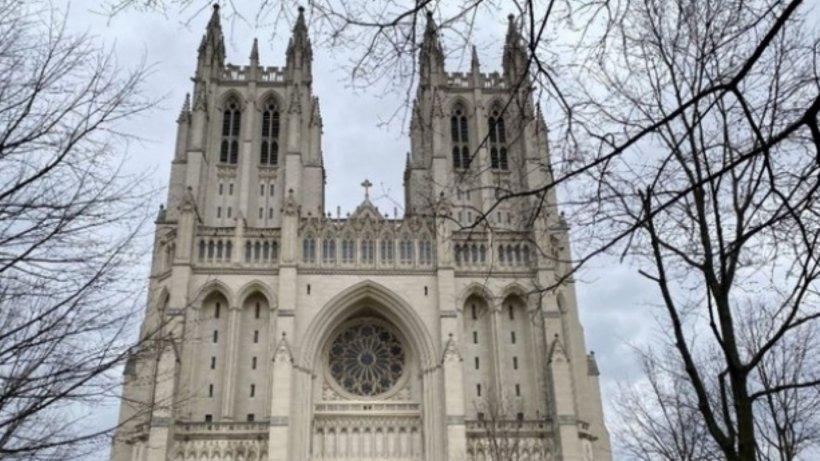 Mii de măști de protecție îngropate de peste un deceniu în cripta catedralei din Washington
