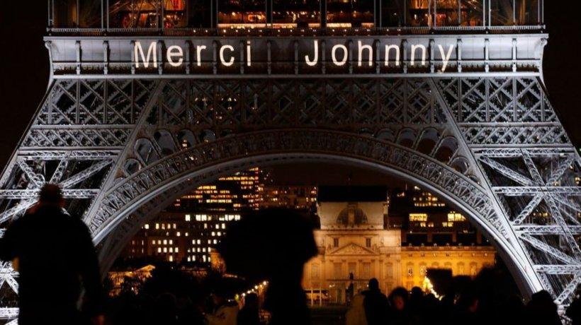 """Emoție la Paris. Pe Turnul Eiffel s-a aprins mesajul """"Mulțumesc!"""" pentru toți cei care se află în lina întâi în lupta cu pandemia de coronavirus"""