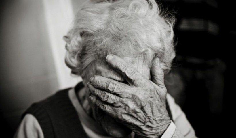 Bătrână din Brașov, izolată în casă: 'Vă rog, îmi este foame! Vă dau banii când iau pensia'
