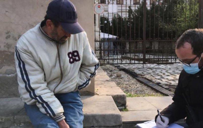 Persoanele fără adăpost sunt victimesigure în fața polițiștilor. Oamenii nu au documentele cerute în starea de urgență