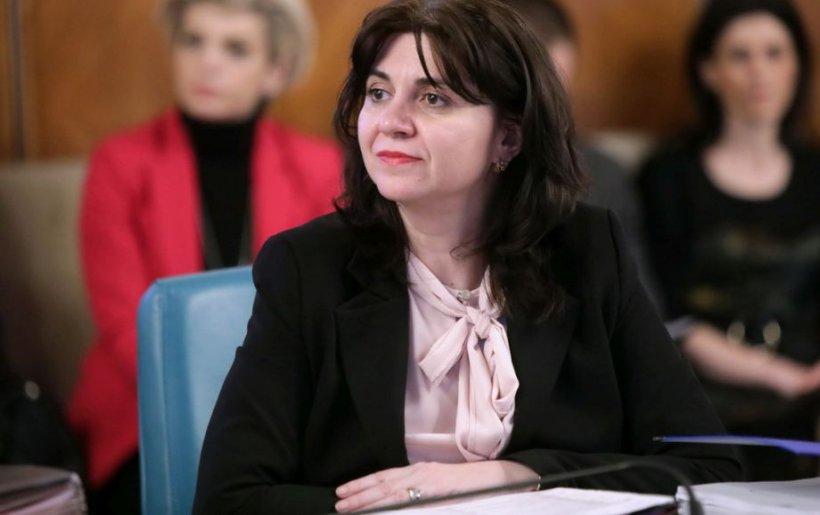 Ministrul Educaţiei, Monica Anisie, anunţ despre şcoli: Circulă tot felul de ştiri false. Anunţăm curând când se reiau cursurile