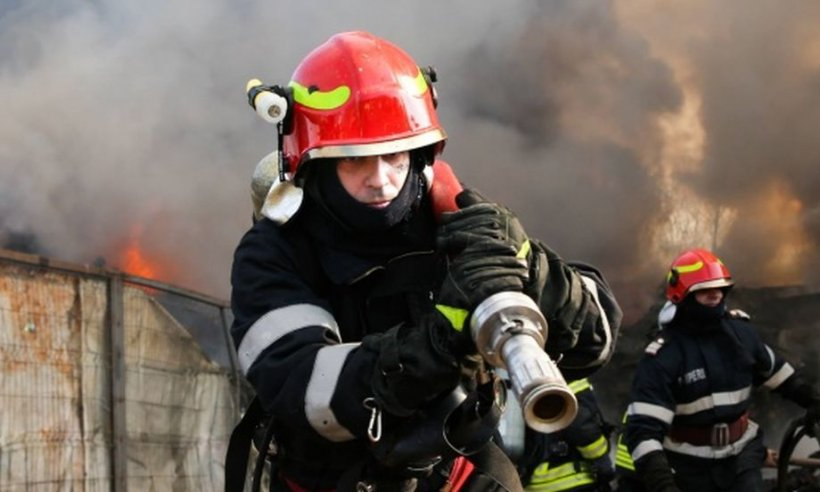 Femei arse de vii în propria locuință, după ce a izbucnit un incendiu. Pompierii le-au descoperit după ce au stins focul