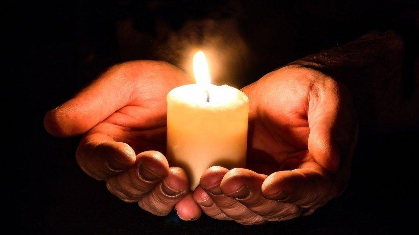 """Cum vor putea credincioșii să ia Lumină de Paște. """"Nu este exclus ca oamenii să poată veni în sâmbăta Paștelui"""""""