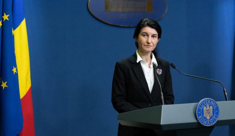 Ministrul Muncii, Violeta Alexandru, apel către angajatori: Să evite situaţia încheierii brutale a contractului de muncă cu angajații lor