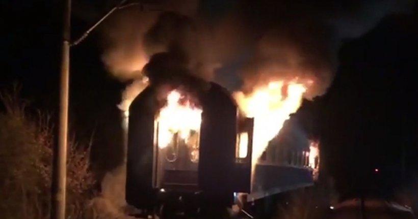 Brașov: Un cadavru carbonizat a fost descoperit în trenul cuprins de flăcări
