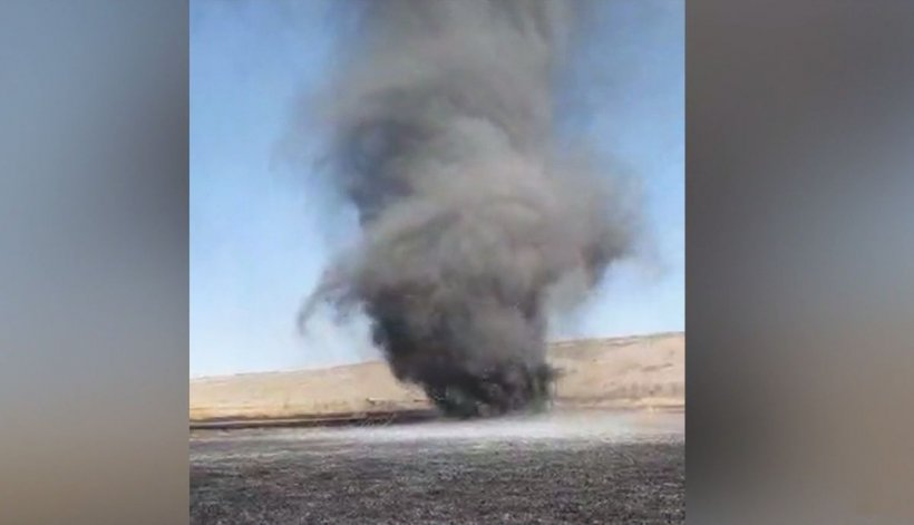Tornadă de fum pe un câmp din Vaslui, după un incendiu (Video)