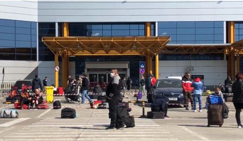 Şase avioane cu români care pleacă la muncă în Germania, reţinute pe aeroportul din Cluj. Derogare: Doar azi, aceste aparate vor decola