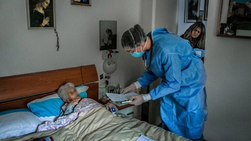 Zeci de bătrâni de la un azil din Răcari, confirmați cu coronavirus