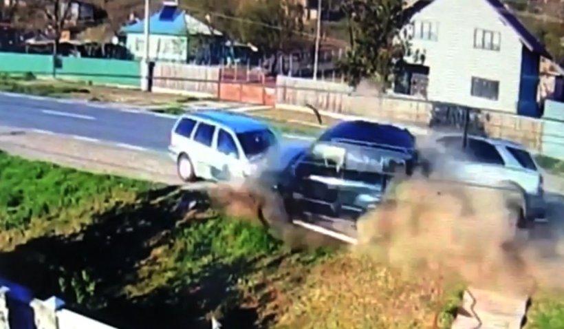Accident spectaculos, filmat de o cameră de supraveghere, în Muntenii de Sus, Vaslui