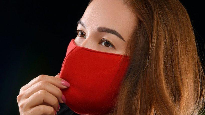 Efectele secundare ale măștilor de față. Cum recomandă specialiștii să ne protejăm pielea