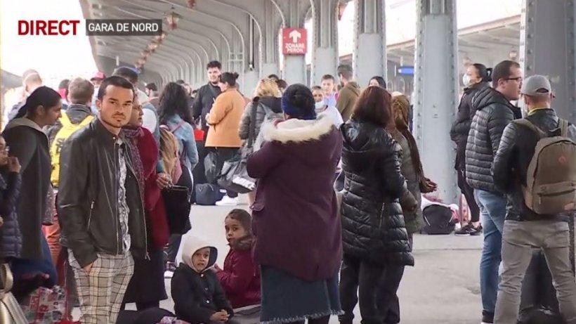 Măsurile de protecţie, ignorate în Gara de Nord. Oamenii nu păstrează distanţa şi nici nu poartă măşti sau mănuşi de protecţie