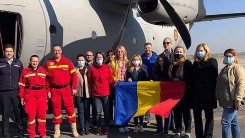 """Medicii și asistenții medicali români trimiși în Italia, mesaj emoționant pentru români: """"Viața începe acolo unde frica se termină"""""""
