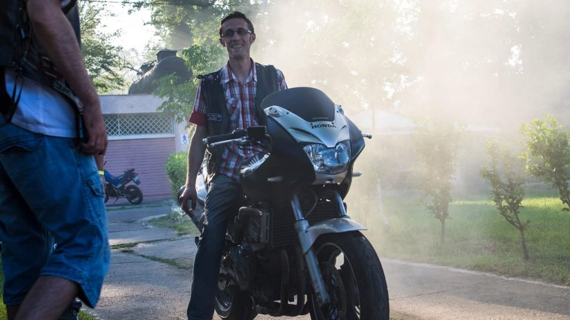 Un motociclist din Bihor a murit într-un cumplit accident. Tocmai împărțise pachete pentru nevoiași