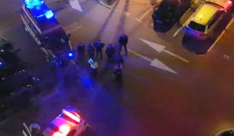 Bărbatul împușcat de polițiști într-un hotel din București a murit la spital. Acesta ar fi încercat să ucidă un paznic și a înjunghiat un polițist