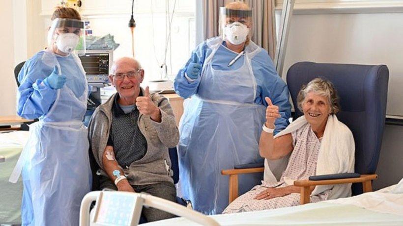 Căsătoriți de 60 de ani, doi bătrânei au reușit să se vindece împreună de COVID-19. Au stat unul lângă altul în lupta cu virusul