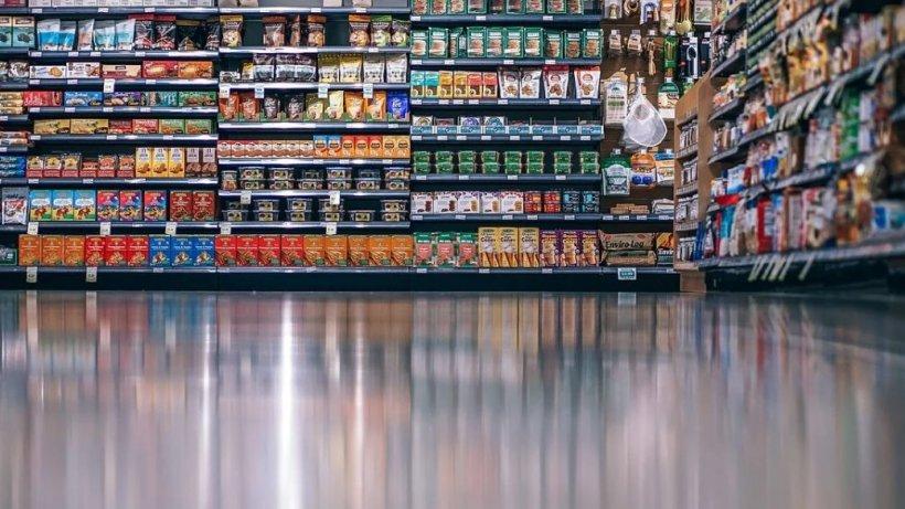 Există sau nu riscul să ne infectăm cu COVID-19 atunci când mergem la cumpărături