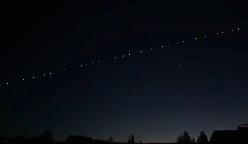 Sateliți Starlink, lansați de SpaceX pentru internet, pe cerul României