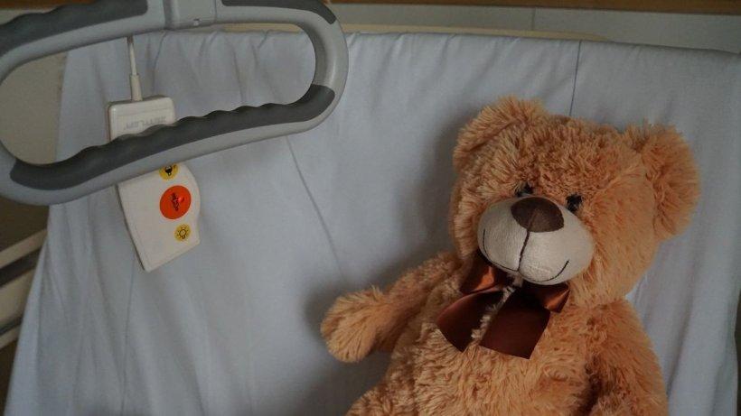Din ce în ce mai mulți copii morți în Marea Britanie din cauza unui sindrom posibil asociat coronavirusului