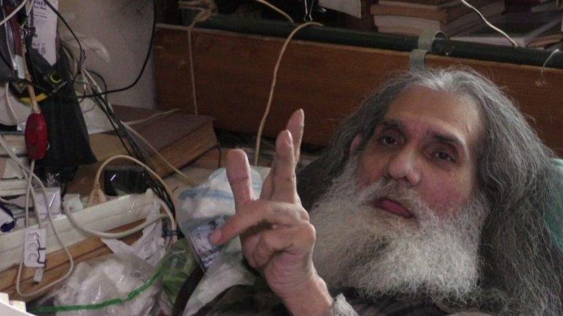 Un bărbat imobilizat la pat de 32 de ani dă o lecţie tuturor celor care se plâng de izolare