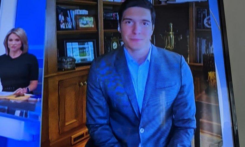 Reporter american surprins îmbrăcat în sacou, dar fără pantaloni, în timpul transmisiunii live de acasă